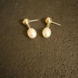Jewelry - 14k gold and pearl earrings